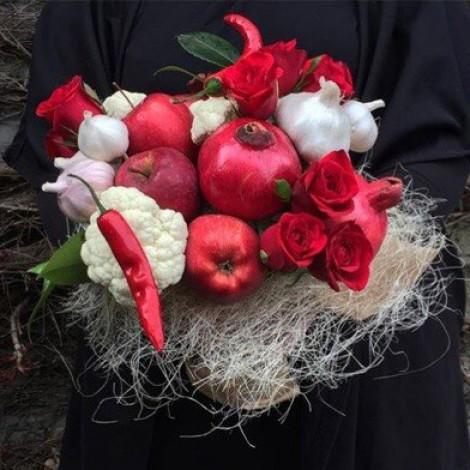 """Овощной букет """"Красное и белое"""""""